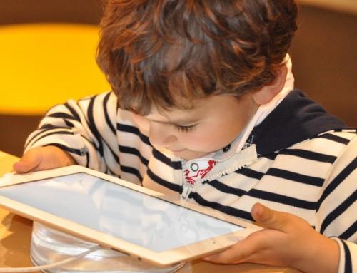 Зрението на детето при работа и игра с електронни устройства. 10 съвета за добро детско очно здраве